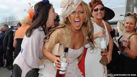 Grand National 2015  Ladies' Day: 'Unflattering shots' banned
